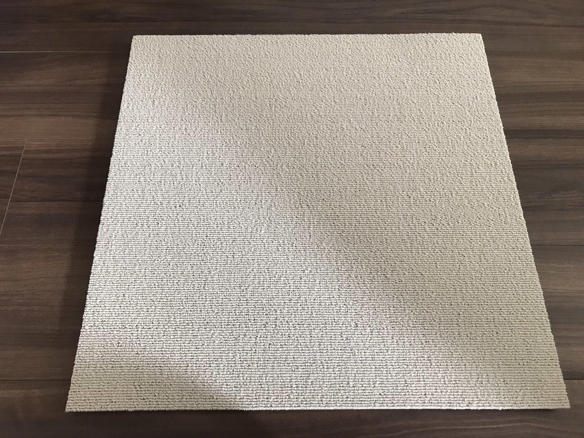 ニトリタイルカーペット白