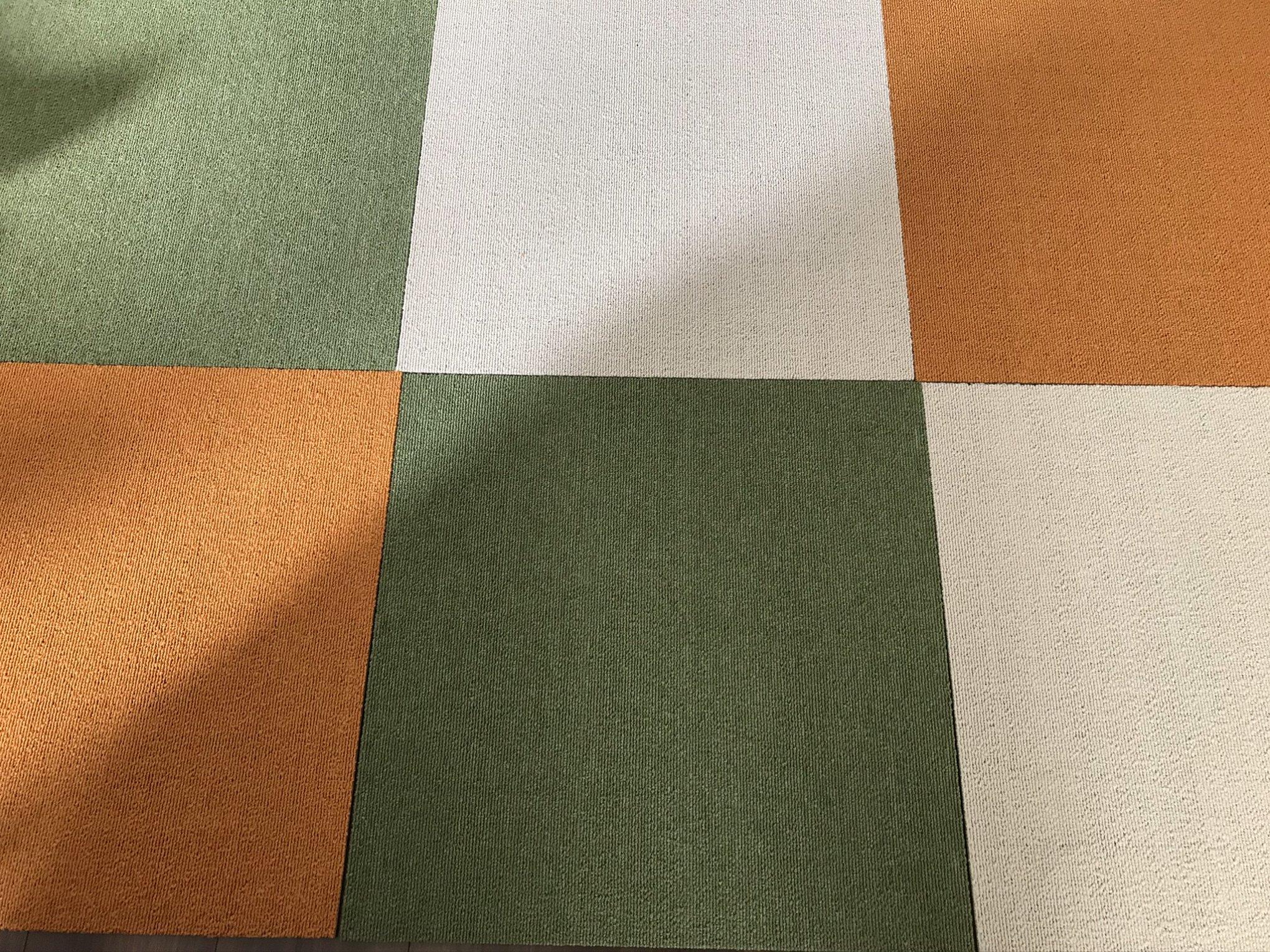 ニトリタイルカーペット縫い合わせ