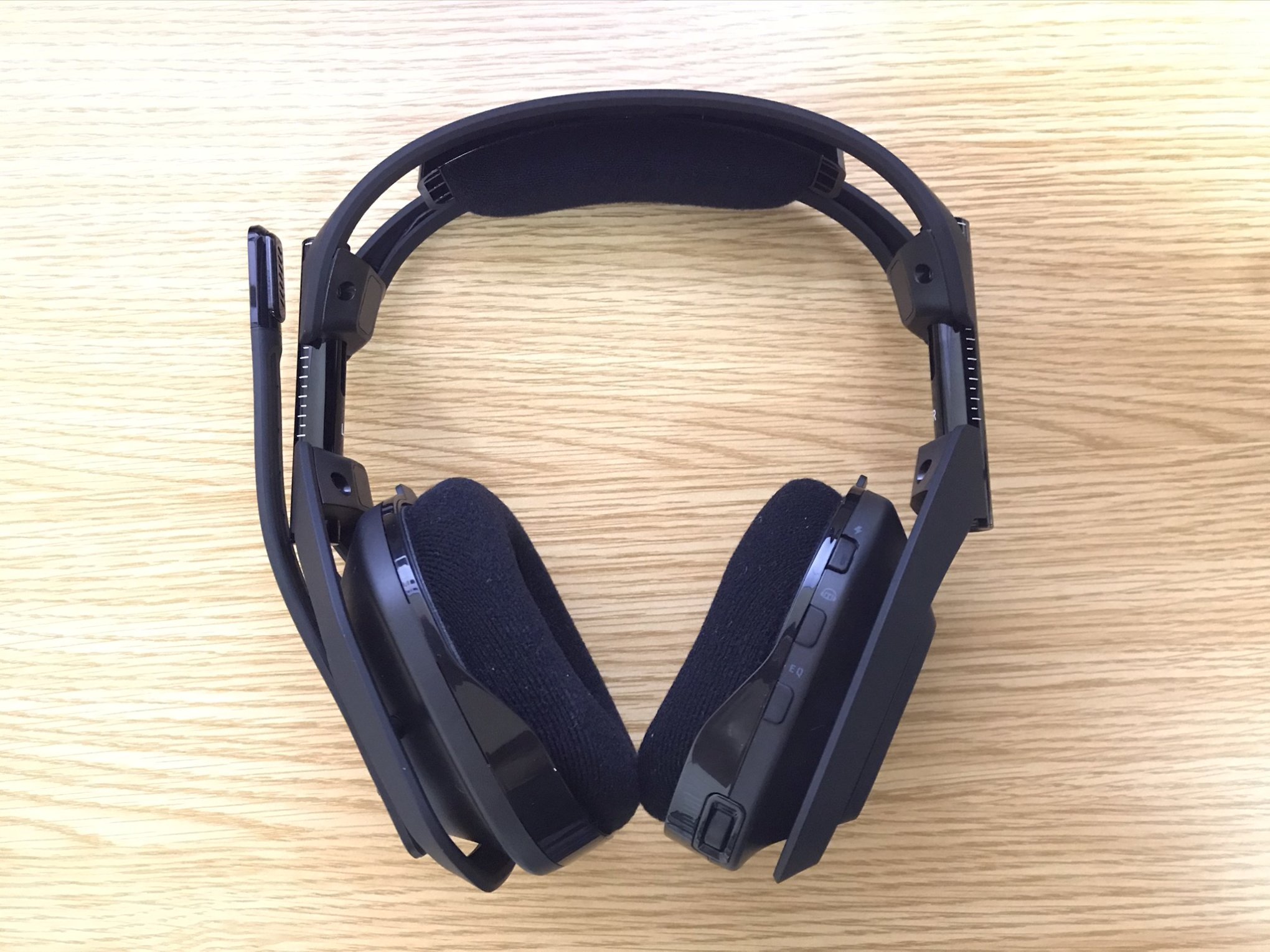 ASTRO A50 WIRELESS + BASE STATION正面