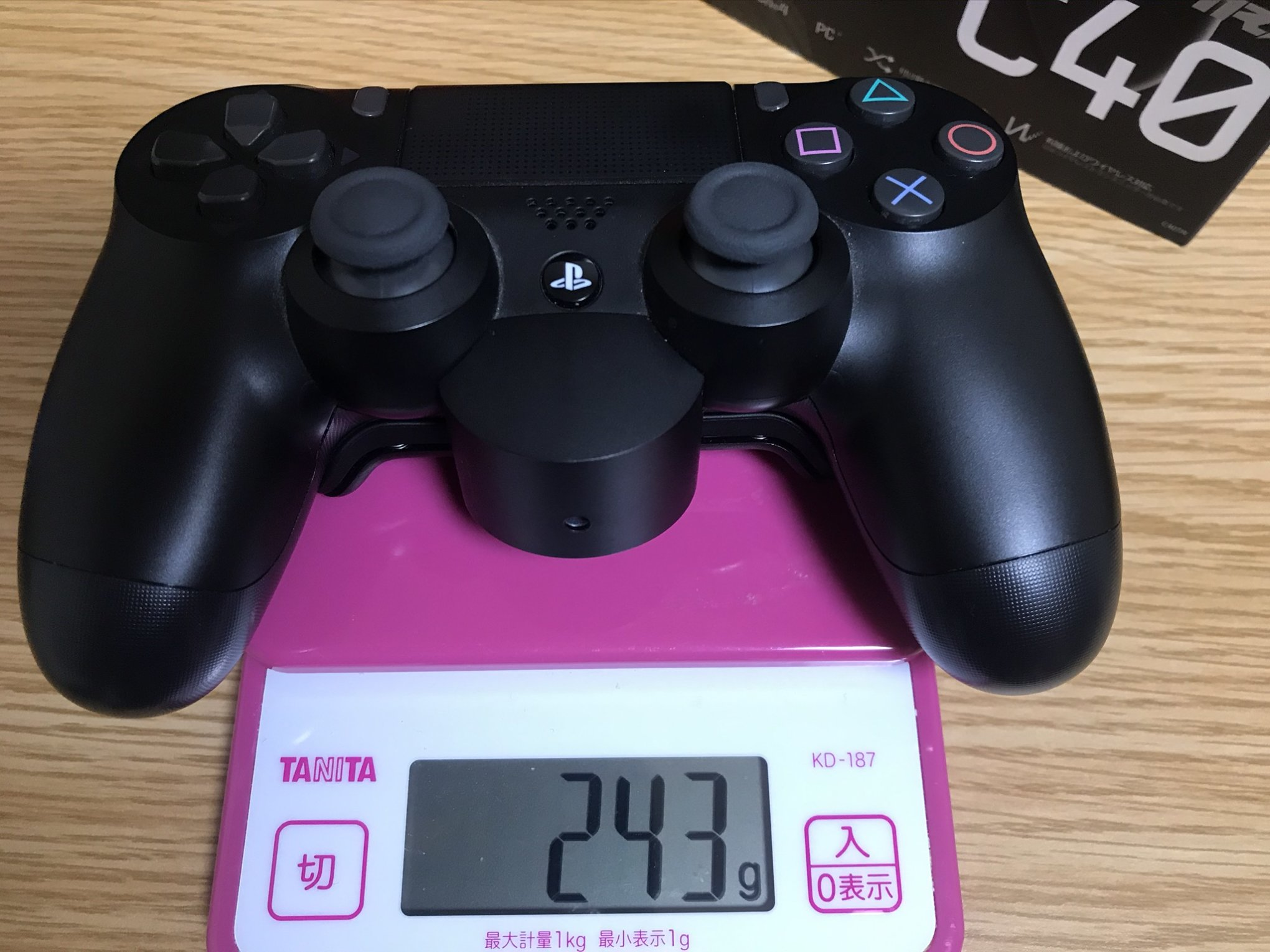背面ボタン付きデュアルショック重さ(243g)