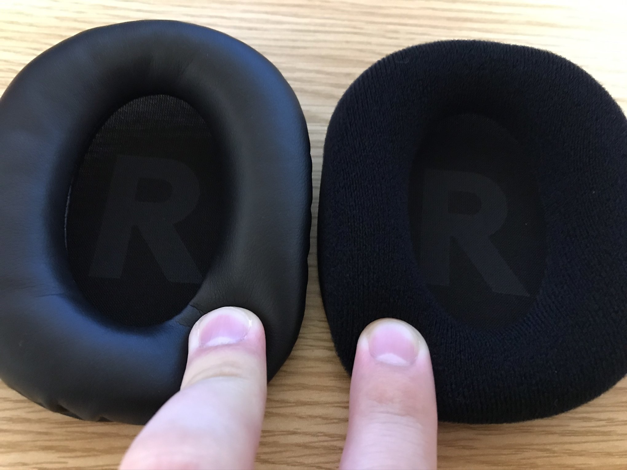 ロジクールG PRO X WIRELESS合成皮革とクロスイヤーパッド比較