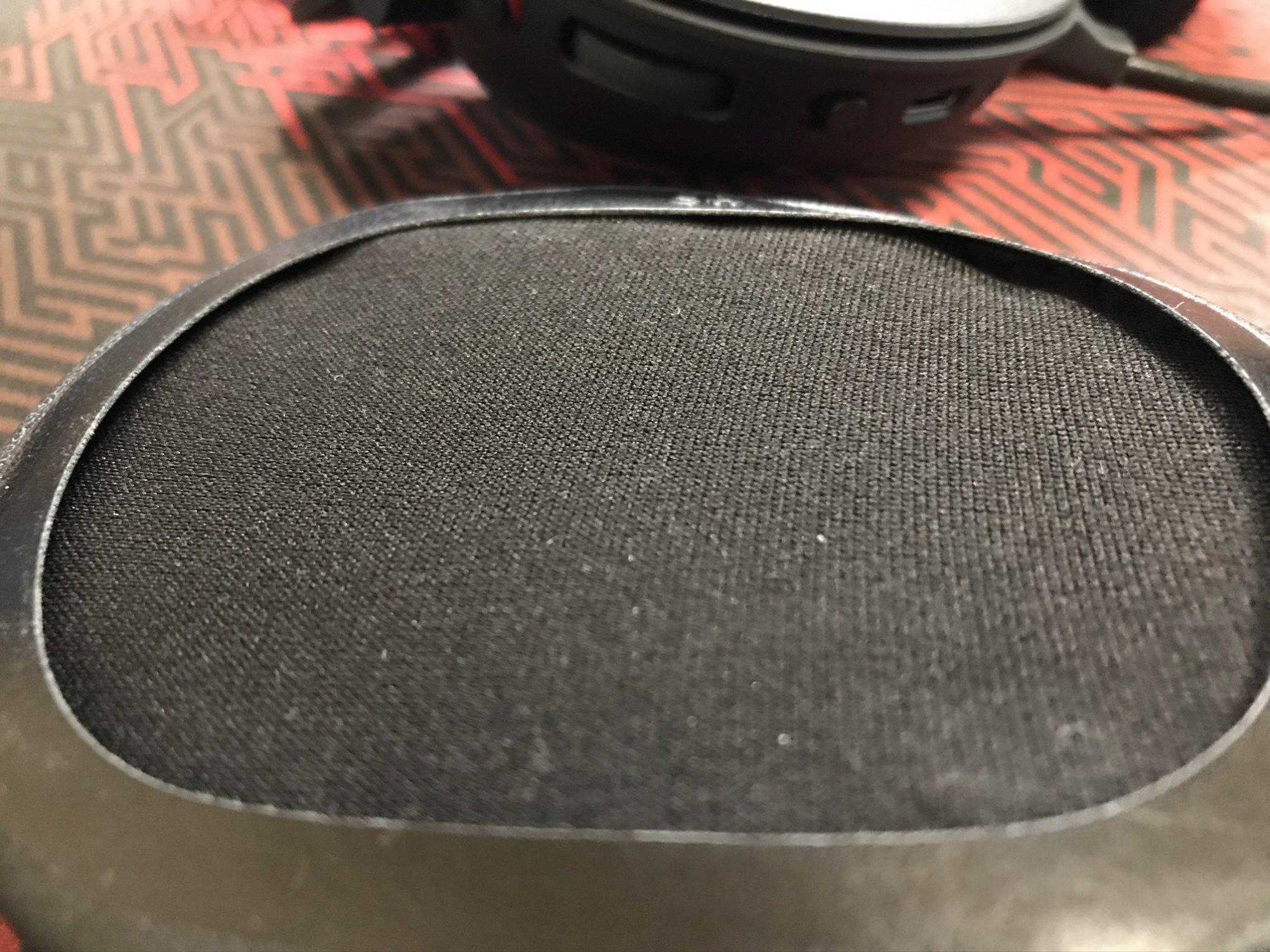 ロジクールG PRO X WIRELESSのイヤーパッド取り付け位置